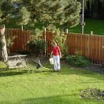 der fertige Zaun, die fertigen Beete