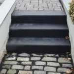 Stufe zum Seiteneingang